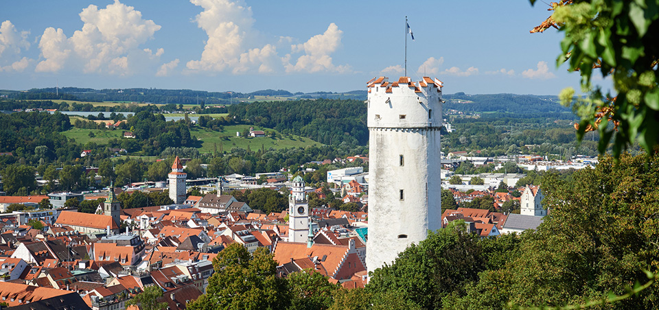 Ein himmlischer Blick von der Veitsburg auf den Mehlsack mit der historischen Altstadt von Ravensburg.
