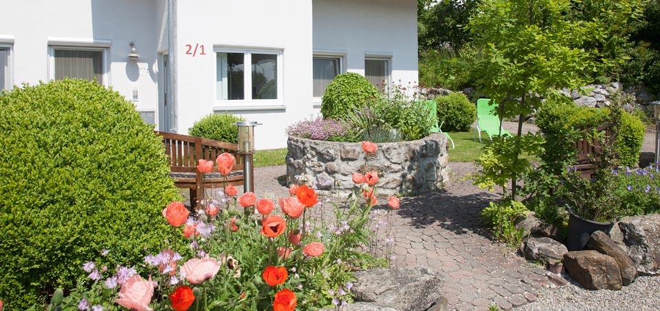 Eine wunderschöne & gepflegte Garten- & Hofanlage lädt zum Spielen & Grillen ein.